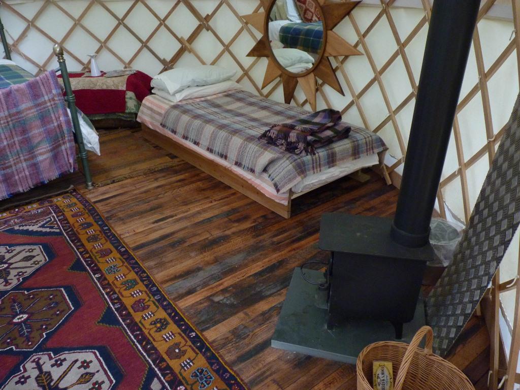 wild-garlic-inside-showing-wood-burner