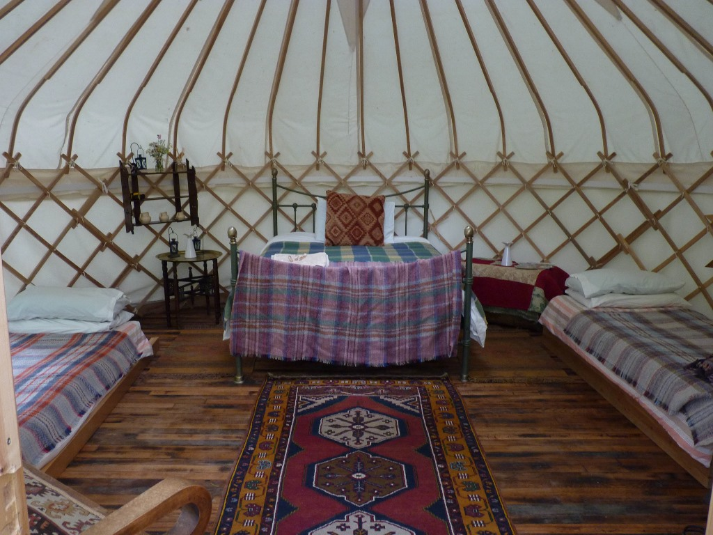 yurt-with-double-ad-2-singles